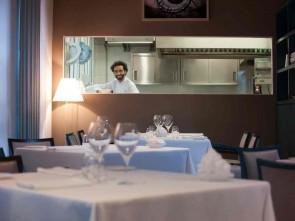 11262caf751d Franco Aliberti, nuovo chef del ristorante Tre Cristi nel quartiere  futurista di Porta Nuova Varesine a Milano dedica alla festa degli  innamorati un menu ad ...